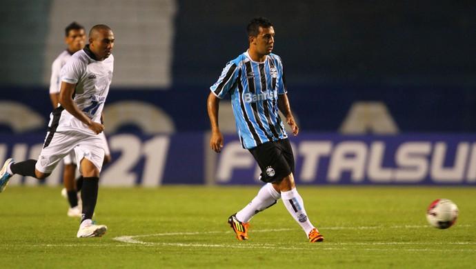 Edílson, lateral do Grêmio (Foto:  Lucas Uebel / TRATO.TXT)