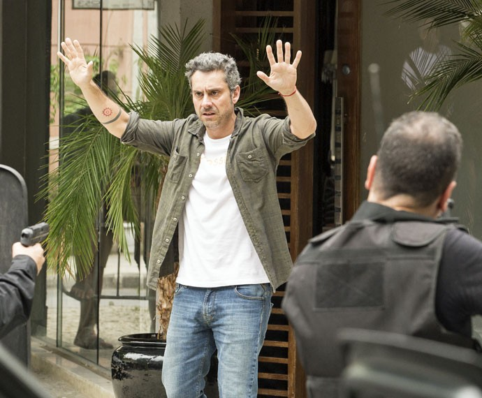 Romero tenta negociar coma polícia (Foto: Felipe Monteiro/Gshow)