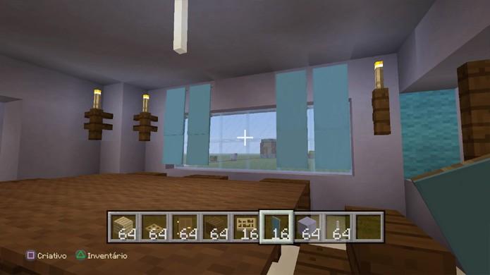 As bandeiras, uma das novidades de Minecraft, podem ser usadas como cortinas nas janelas (Foto: Reprodução/Rafael Monteiro)