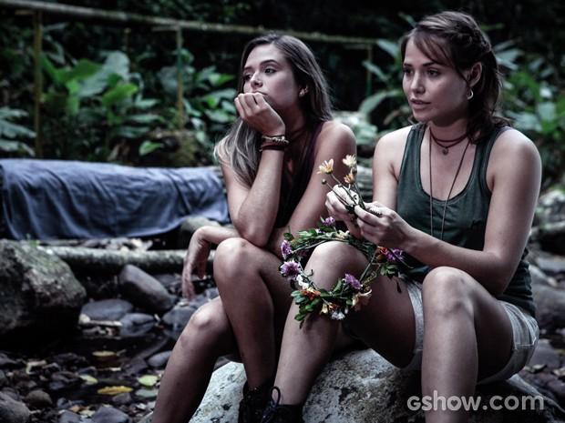Vitória diz a Lili que todo mundo já notou que ela está apaixonada por Marlon (Foto: Pedro Curi/TV Globo)