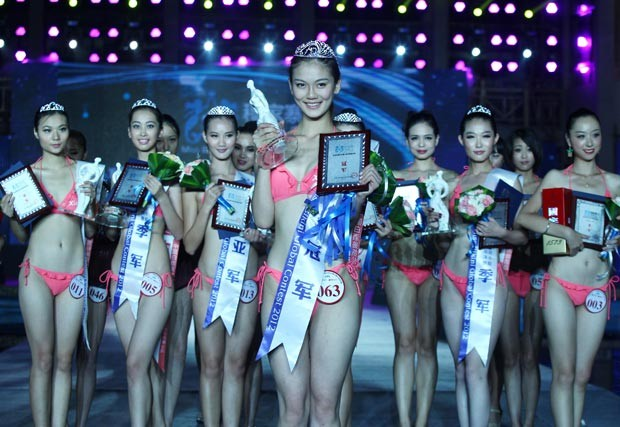 Vencedoras do concurso vão representar a China no Miss Biquíni Internacional, no final do ano  (Foto: AFP)