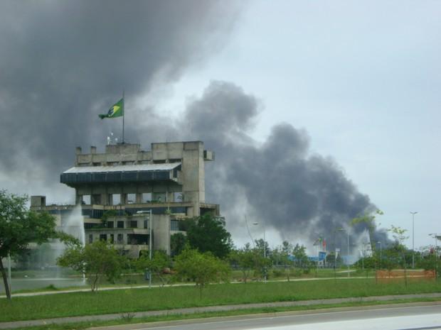 Incêndio de grandes proporções atinge indústria em Sorocaba (Foto: Gualberto Vita / G1)