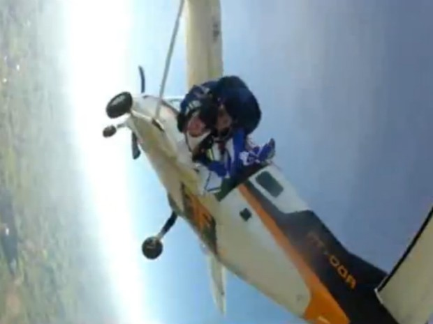 Imagem gravada por Alex Adelmann segundos antes de ser atingido pelo avião. (Foto: Divulgação)