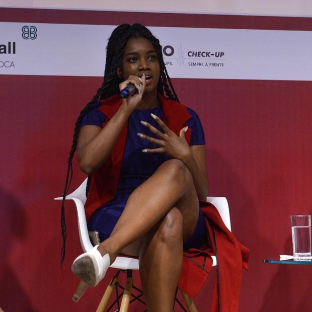 A cantora Iza também participou do debate (Foto: Fábio Cordeiro/Editora Globo)