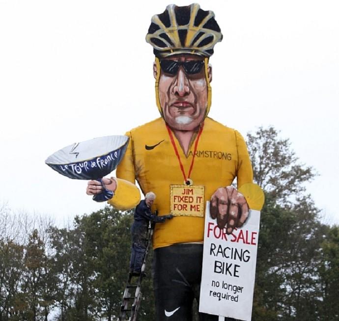 boneco Lance Armstrong