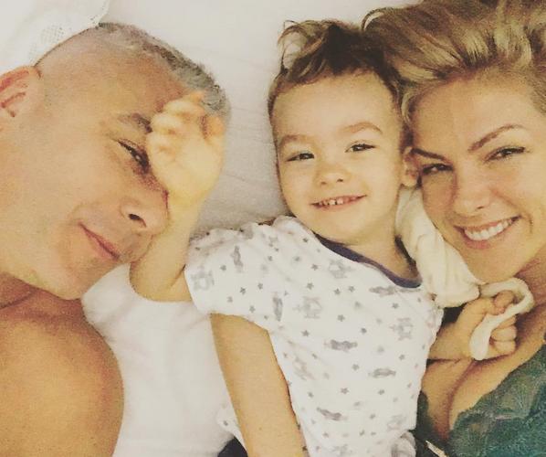 Ana Hickmann com o marido, Alexandre, e o filho (Foto: Reprodução/Instagram)