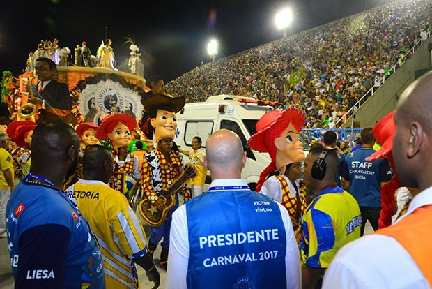 Acidente da Unidos da Tijuca deixa feridos em desfile (Foto: AgNews)