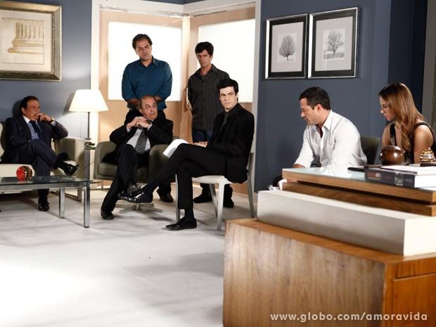 Todos reunidos para a leitura na carta de Glauce (Foto: Inácio Moraes/TV Globo)
