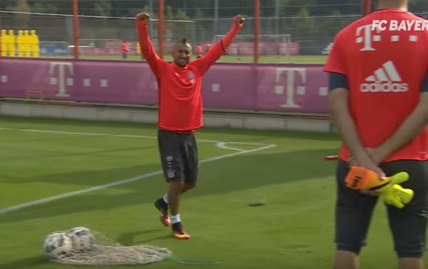 """BLOG: De um campo para outro: Vidal faz """"gol impossível"""" durante treino do Bayern"""