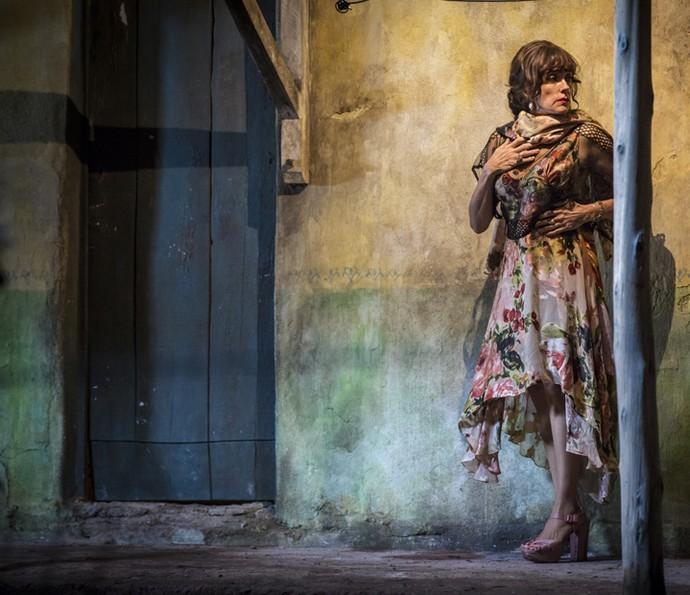 Iolanda vai atrás de Martim após saber do paradeiro do filho de criação (Foto: Inácio Moraes/ Gshow)