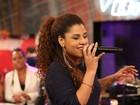 Amanda Amado interpreta a música de sua primeira apresentação no The Voice