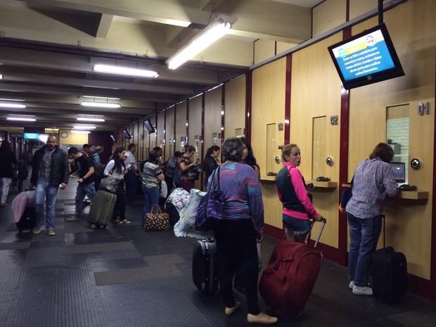 Estação Rodoviária de Porto Alegre registra grande movimento (Foto: Cristine Gallisa/RBS TV)