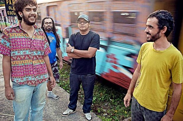 Banda Cabruêra é formada pelos músicos Arthur Pessoa (vocalista), Edy Gonzaga (baixista), Pablo Ramires (baterista) e Léo Marinho (guitarrista) (Foto: Rafael Passos/Divulgação Cabruêra)