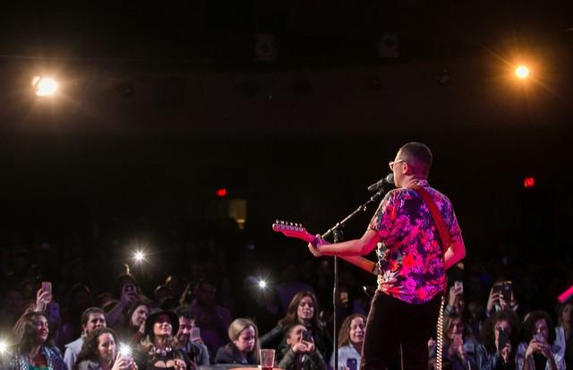 Maria Gadú se apresenta em Boston com Gisele e Tom Brady na plateia (Foto:  David Collaço/ Divulgação )