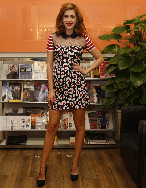 A atriz chega aos bastidores cheia de estilo (Foto: Ellen Soares / Gshow)