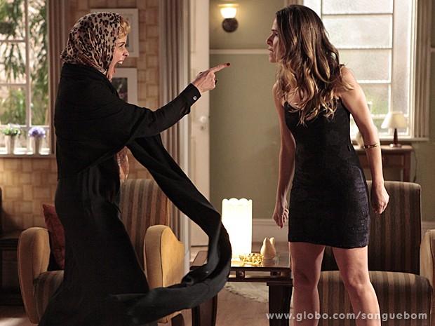 Te peguei! Bárbara acha que desmascarou Tina (Foto: Sangue Bom/TV Globo)