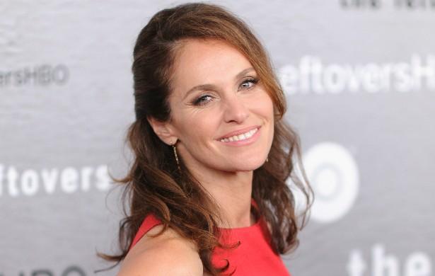 A atriz cinquentona Amy Brenneman também assinou essa petição, em 2006. Ele teve dois filhos antes de pôr o nome no abaixo-assinado. (Foto: Getty Images)