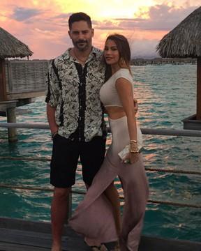 Joe Manganiello e Sofia Vergara em Bora Bora, na Polinésia Francesa (Foto: Twitter/ Reprodução)