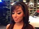 Anitta posa com maquiagem nos olhos estilo 'gatinha'