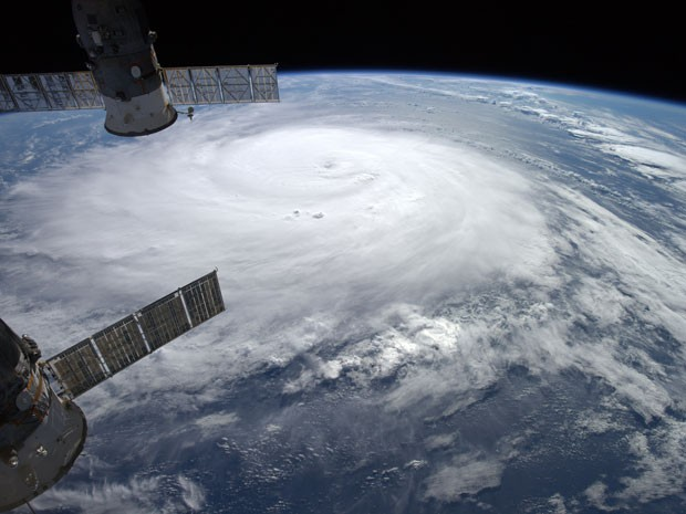 O furacão Gonzalo aparece em foto tirada pelo astronauta Alexander Gerst na Estação Espacial Internacional, na quinta-feira (16) (Foto: AFP Photo/Nasa/Alexander Gerst/Handout)