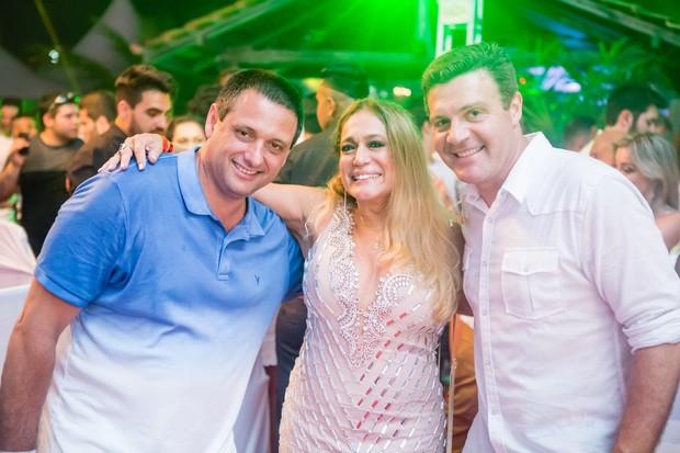 Susana Vieira com Ricardo Tolazzi e Eduardo Philips, sócios da casa (Foto: Diego Jarschel)