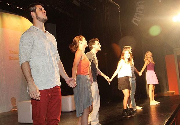 Emiliano D`Ávila e o elenco de A Minha Primeira Vez  se apresentam em São Paulo (Foto: Thiago Duran/AgNews)