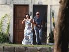 De vestidão e salto, Gretchen é clicada saindo de casa no Rio