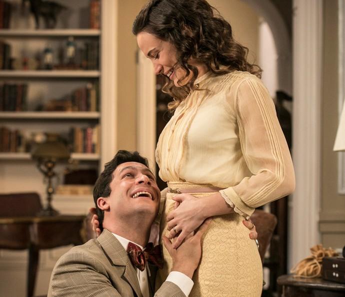 Maria conta a Celso que está grávida (Foto: Raphael Dias/Gshow)