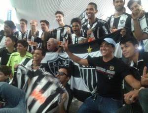 Torcedores esperavam a chegada de Ronaldinho Gaúcho no aeroporto de Palmas  (Foto  Vilma Nascimento 29d7f7238129b