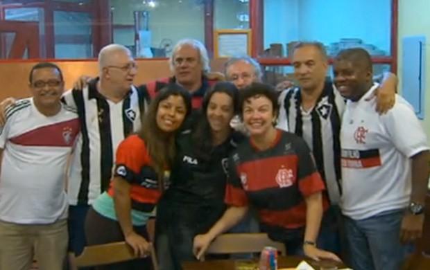 tá na área grupo de torcedores (Foto: Reprodução SporTV)
