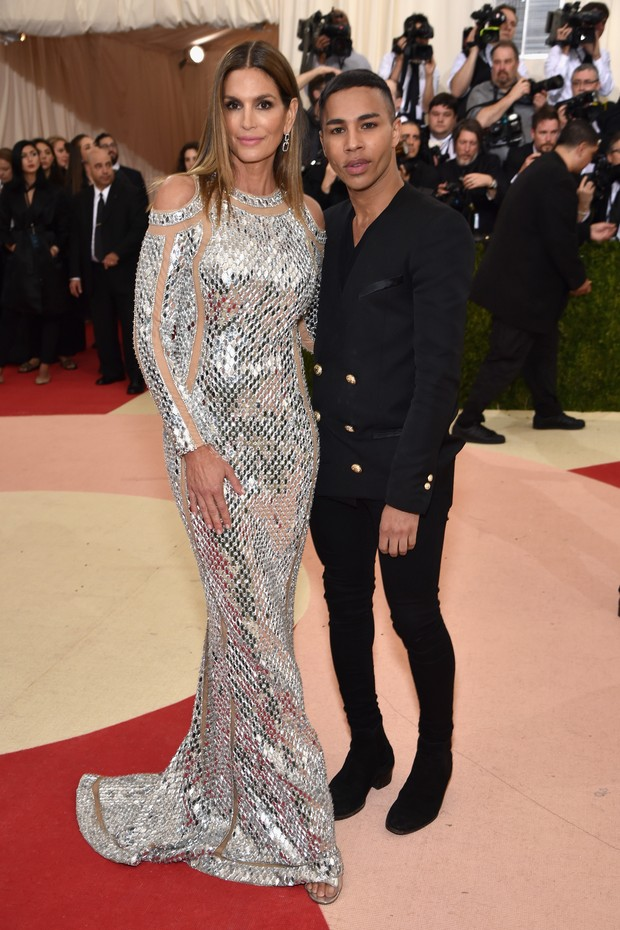 Cindy Crawford e Olivier Rousteing no Baile do MET 2016 (Foto: Getty Images)