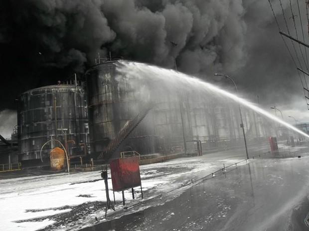 Bombeiros continuam combatendo as chamas neste domingo (5) (Foto: Clovis Rodrigues / Arquivo Pessoal)