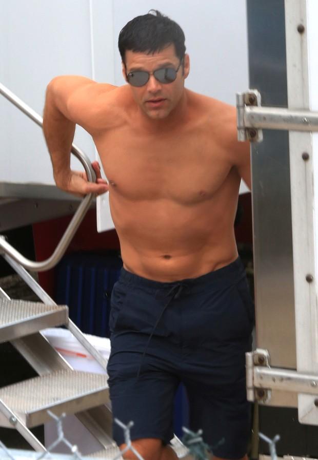 Ricky Martin usa maquiagem para esconder tatuages em 'American Crime Story' (Foto: AKM-GSI)