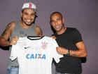 Após 'BBB', Naldo faz show em São Paulo e ganha camisa autografada