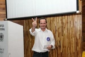 Prefeito de Juscimeira venceu adversário de Alto Paraguai por 91 votos a 44 (Foto: Vicente de Souza / AMM)