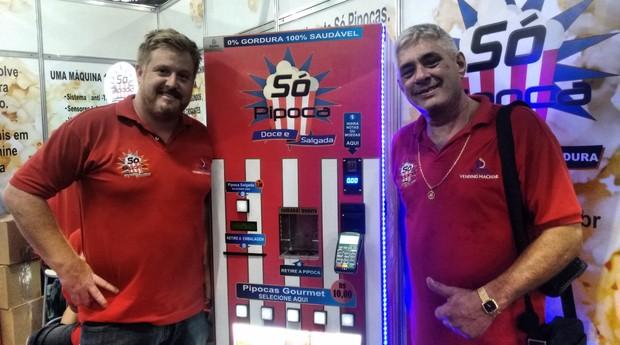 Alessandro Seguro e Carlos Alberto Galli, criadores da Yaool Equipamentos Eletrônicos (Foto: Rennan A. Julio / Editora Globo)