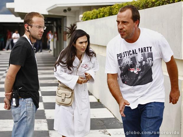 Atriz foi diriga por André Felipe Binder, à direita da foto (Foto: Amor à Vida / TV Globo)