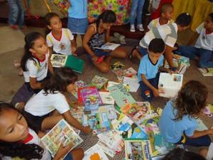 Crianças e adolescentes participam de contação de histórias. (Foto: Divulgação/Fctpn)