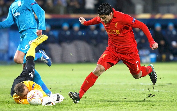 Luis Suarez na partida do Zenit contra o Liverpool (Foto: Reuters)