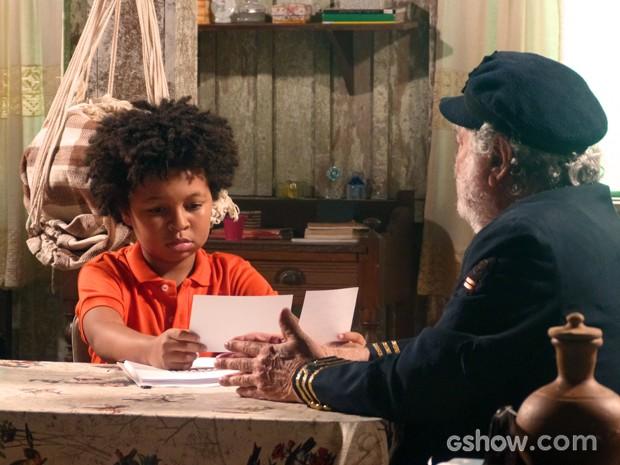 Nilson descobre que seus pais eram cientistas (Foto: Além do Horizonte/TV Globo)