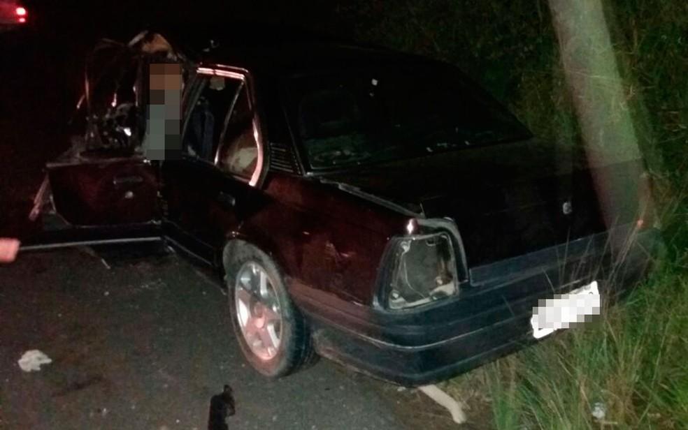 Motorista morreu após carro bater de frente com caminhonete na Bahia (Foto: Site Forte na Notícia)