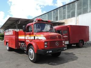 Caminhões de bombeiros no quartel central do Corpo de Bombeiros de Santa Maria (Foto: Felipe Truda/G1)