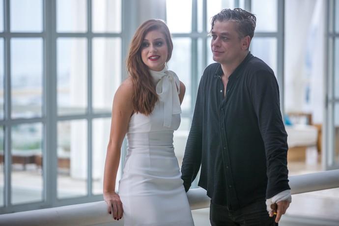 Arthur faz convite a Eliza (Foto: Fabiano Battaglin / Gshow)