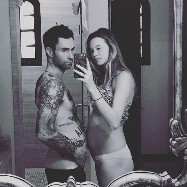 Adam Levine e Behati Prinsloo (Foto: Reprodução/Instagram)