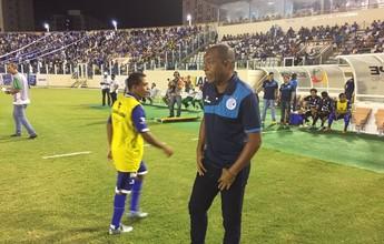 Técnico interino do Confiança, Batista lamenta chances perdidas em clássico