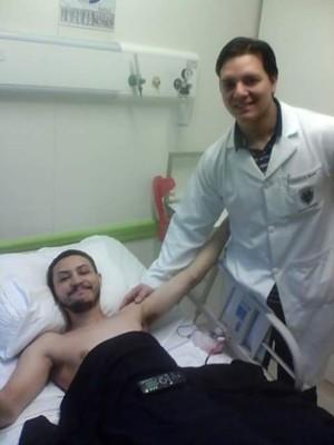 Médico Vinicius Benites é responsável pelo caso há anos (Foto: Arquivo Pessoal/ Edson Sales)