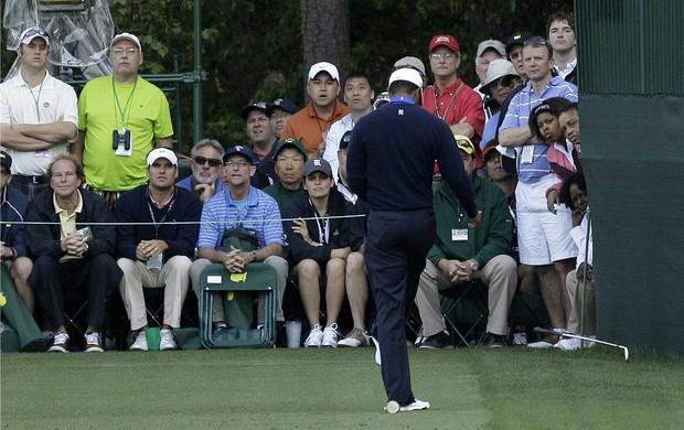 Golfe Tiger Woods chuta o taco durante o Masters de Augusta (Foto: AP)
