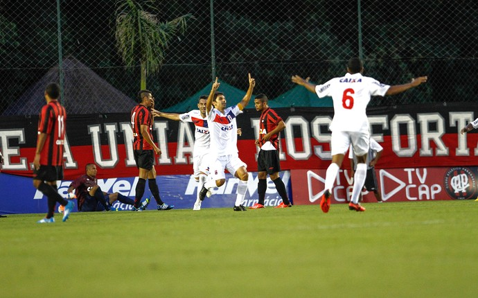Lucio Flavio paraná gol atlético-pr (Foto: Geraldo Bubniak / Agência Estado)