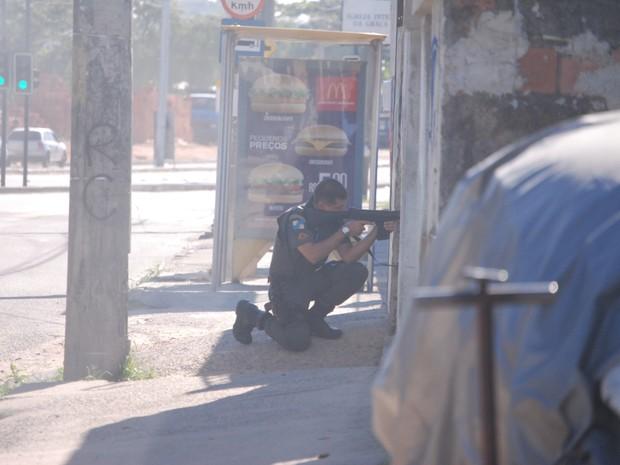 Chamas atingiram uma das estações do BRT, no Rio (Foto: Luiz Alberto/ Arquivo Pessoal)
