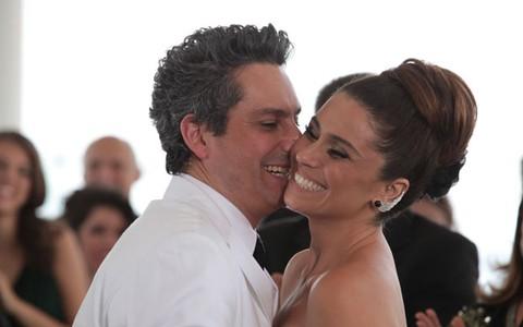 Helô e Stenio dão uma chance ao amor e se casam novamente (Salve Jorge/TV Globo)